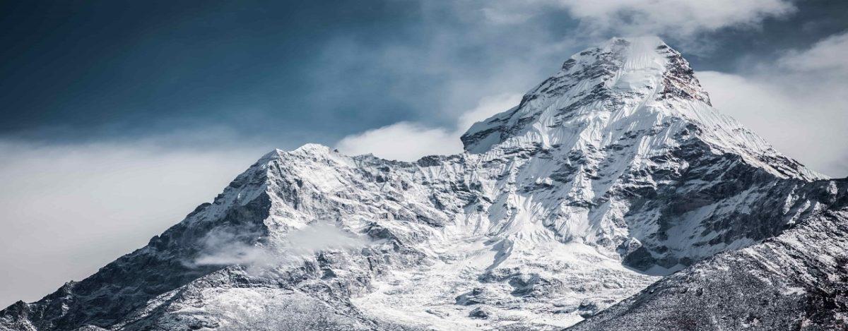 Montagne Neiges parmi les les trois lieux d'intérêt au Népal